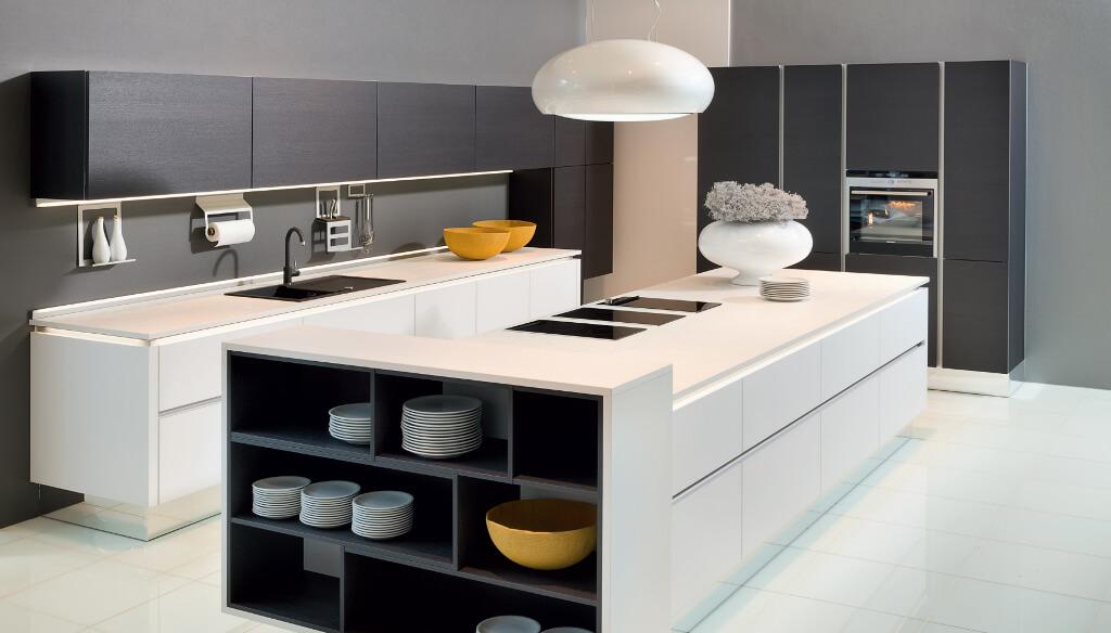 Logic keuken wit kookeiland modern
