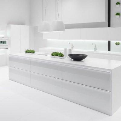 Floo is een simpel, minimalistisch, maar wel 'rational' keukendesign. Het karakteristieke van Floo zijn de ronde, natuurlijke vormen en de monolitische elementen.